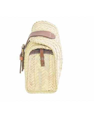 Pequeño bolso con solapa de palma
