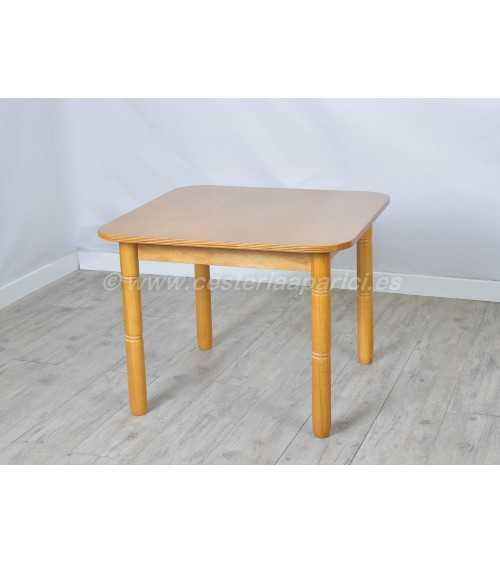 Mesa de madera infantil. Miel