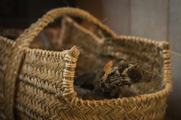 Tienda de cestas capazos y bolsos hechos artesanalmente for Cestas para lena