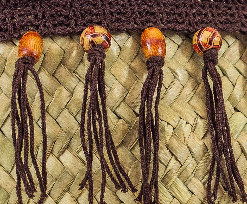 Puntilla adornos madera tela marron